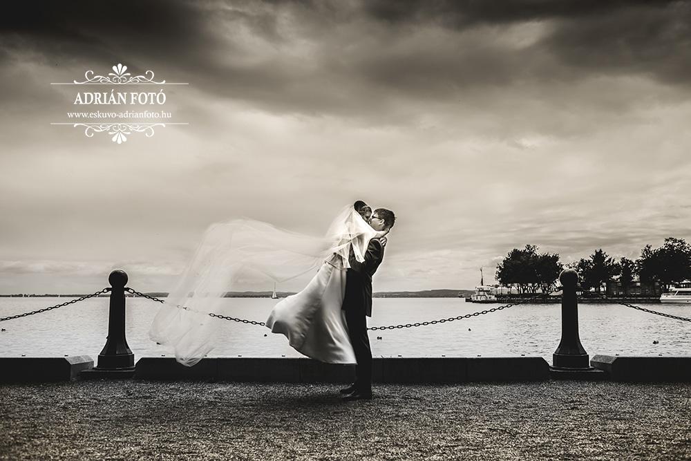 esküvői fotó a balatonnál