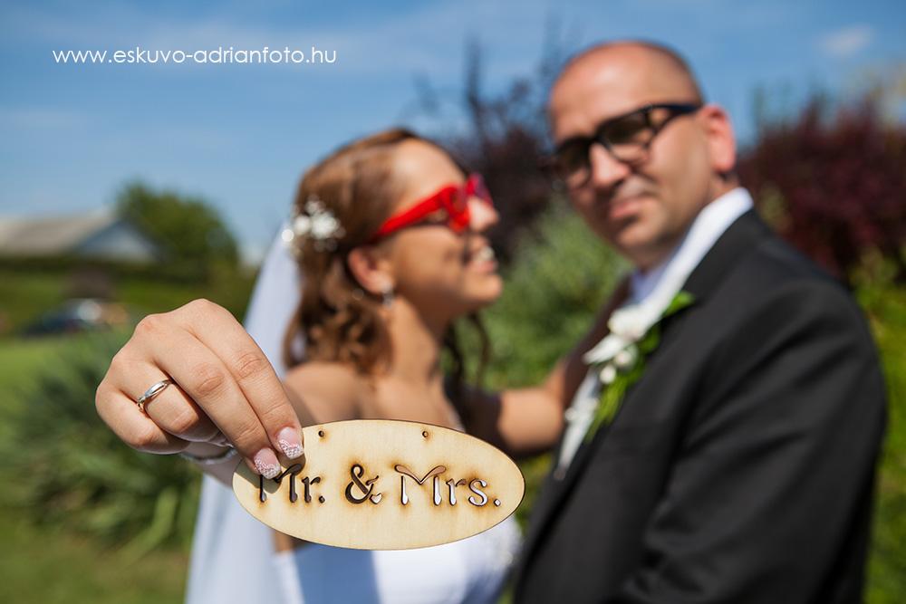vicces esküvői fotó