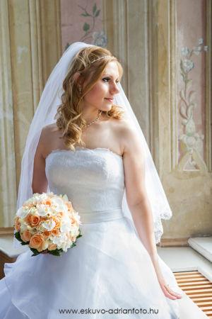 esküvői fotó a kastélyban