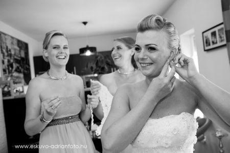készülődés esküvői fotó
